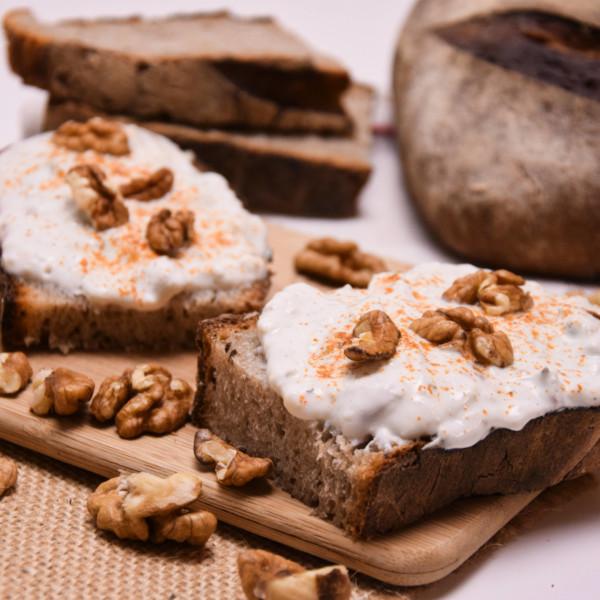 Poctivá tvarohová pomazánka s nivou a ořechy