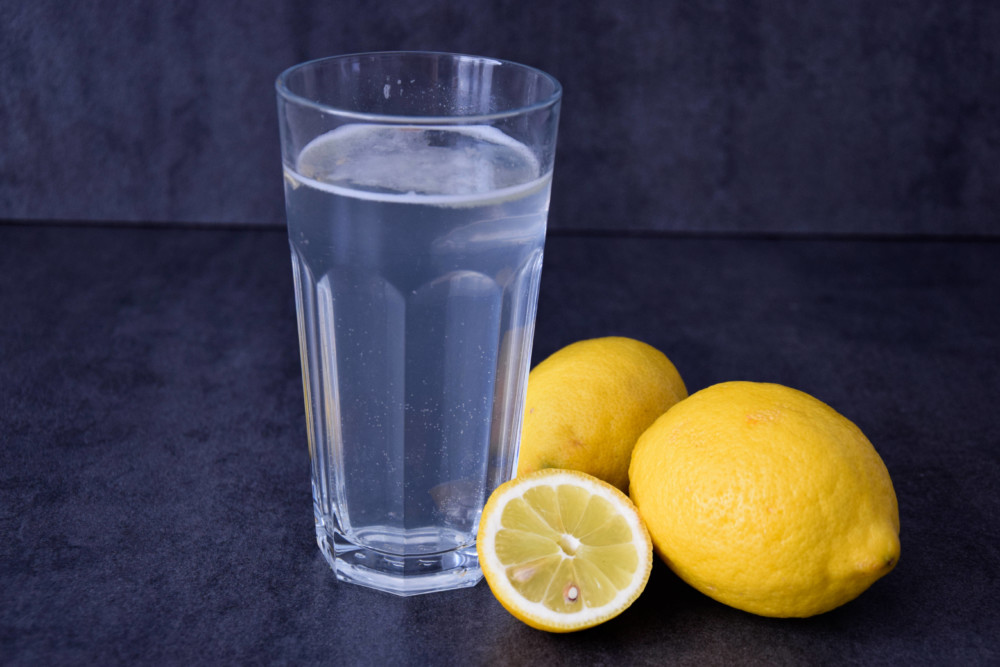 6 důvodů proč pít teplou vodu s citronem