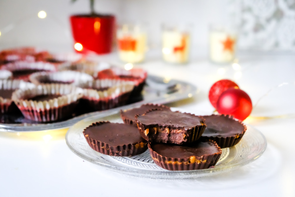 Vánoční cukroví bez mouky: Čokoládové košíčky s arašídovou náplní